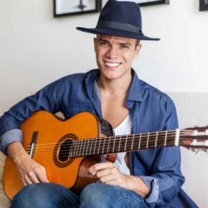 久々のブラジル音楽MarcosLesaが歌うDoralindaで年末疲れを修復中